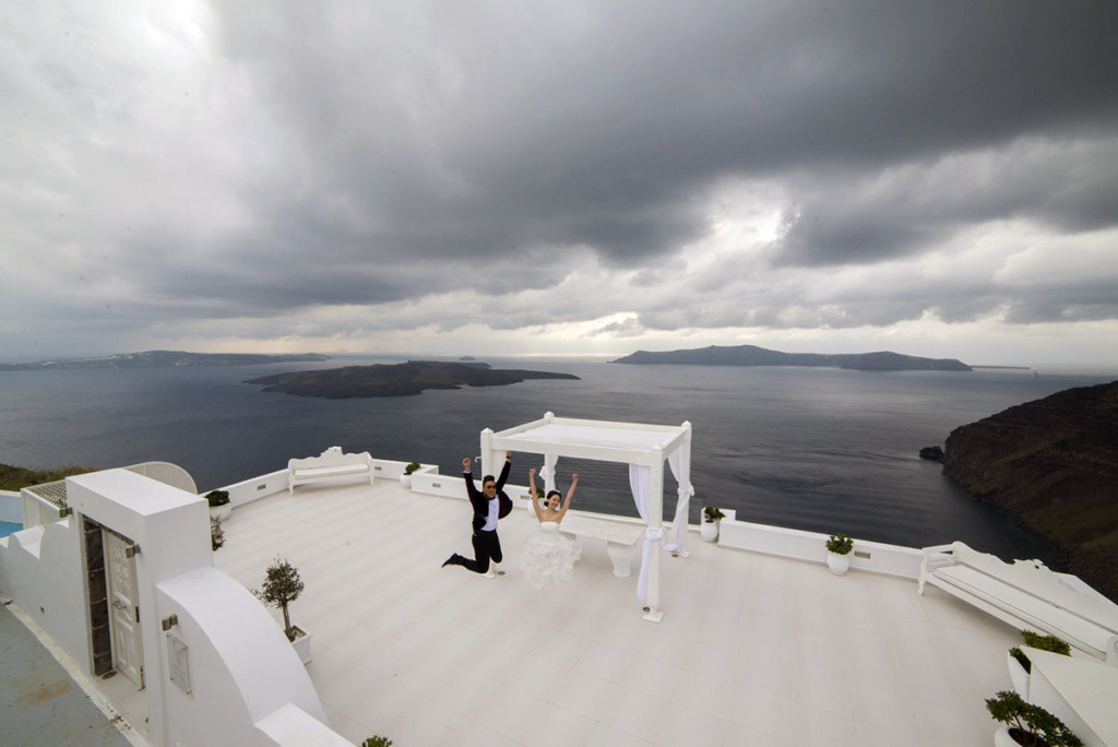 Wedding photographer Dana Villas Santorini Greece