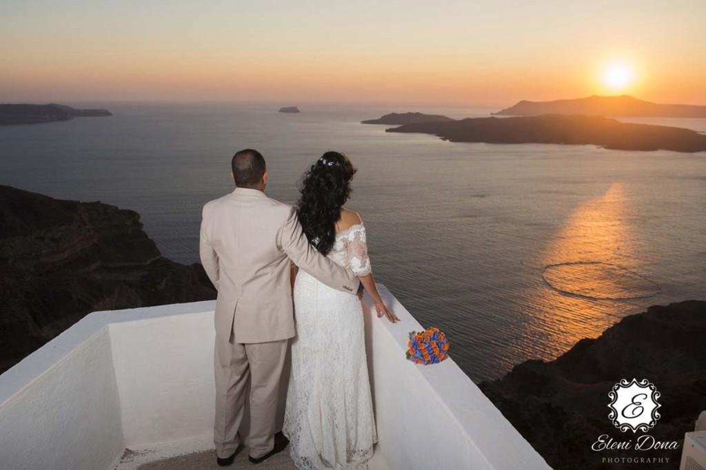 Superior sunset wedding in santorini